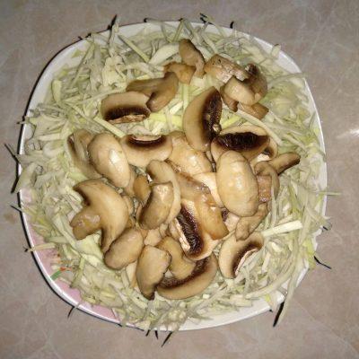 Фото рецепта - Картофельные зразы с капустой и грибами - шаг 4