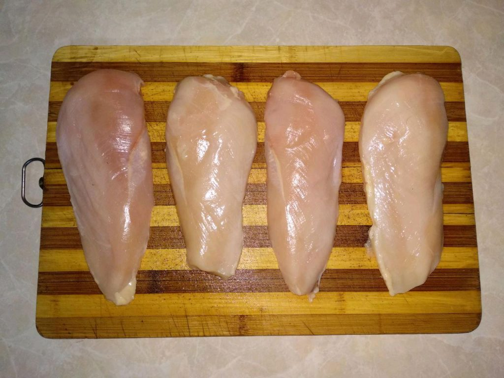 """Фото рецепта - """"Куриные кармашки"""" или фаршированное куриное филе - шаг 1"""