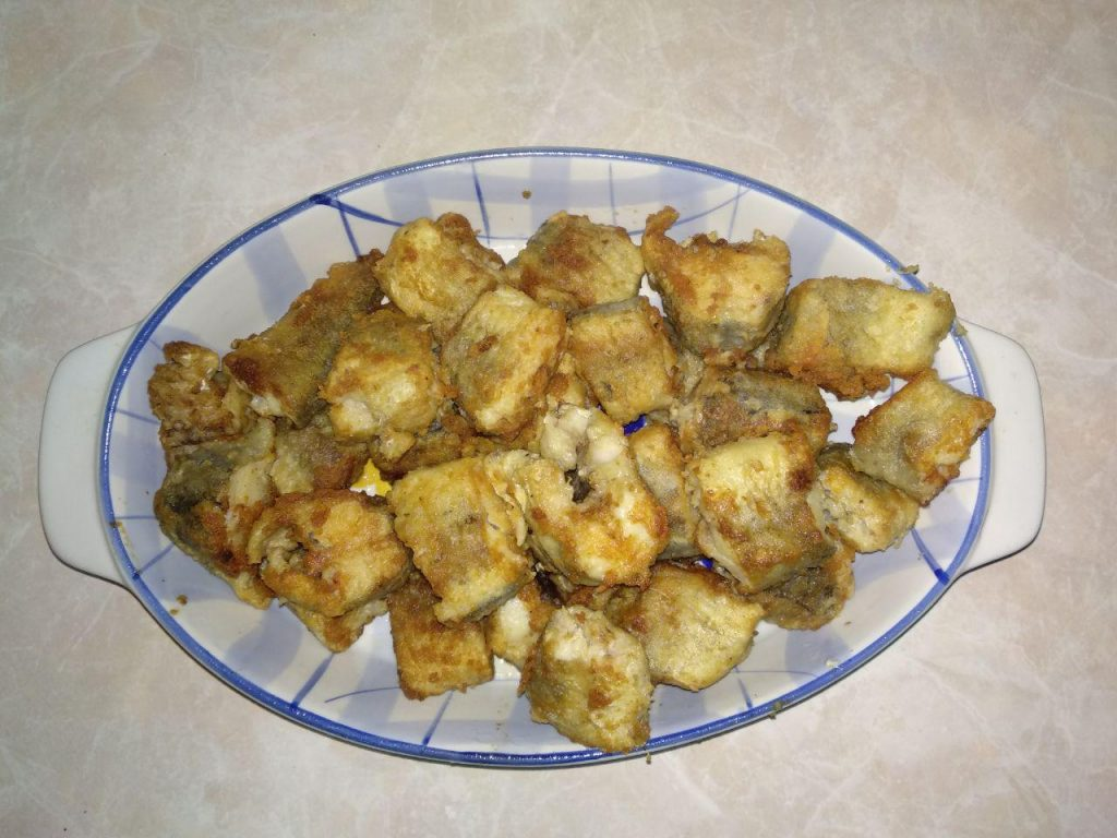 Фото рецепта - Хек под овощами (лук и морковь) - шаг 3