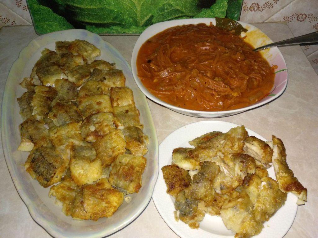 Фото рецепта - Хек под овощами (лук и морковь) - шаг 4