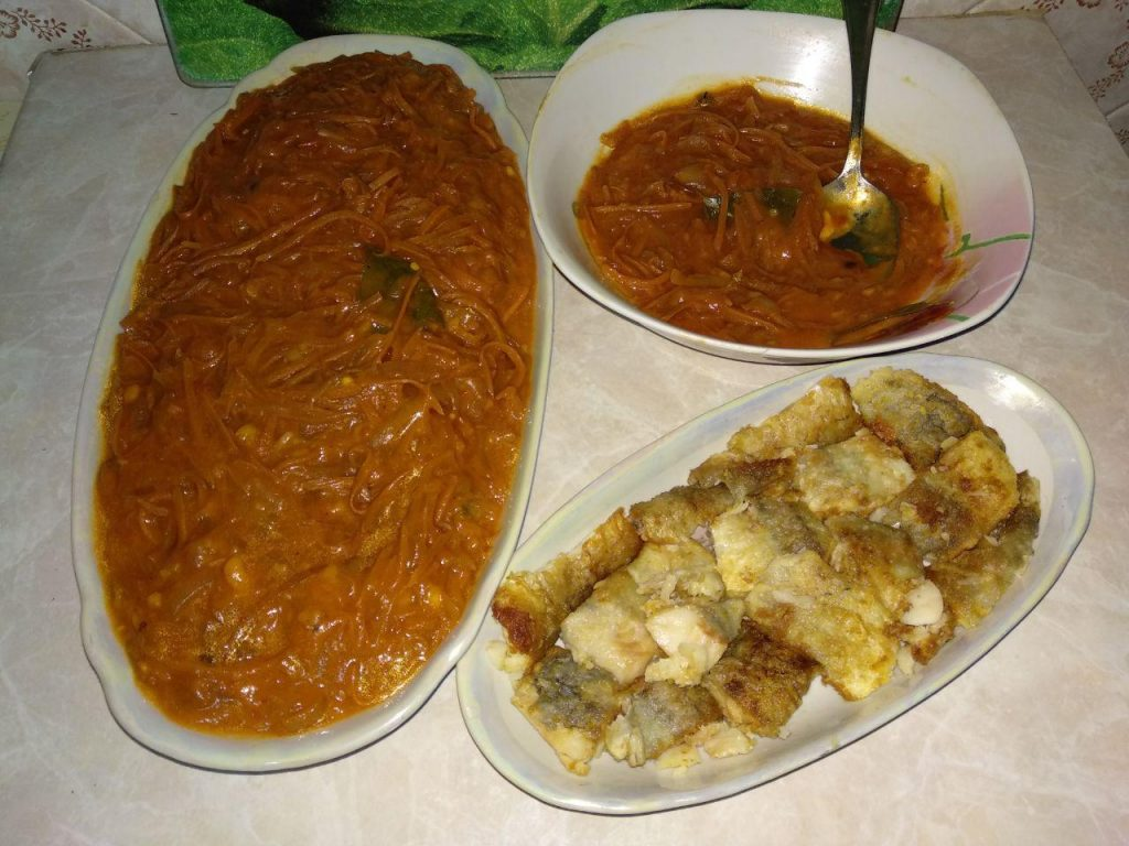 Фото рецепта - Хек под овощами (лук и морковь) - шаг 5