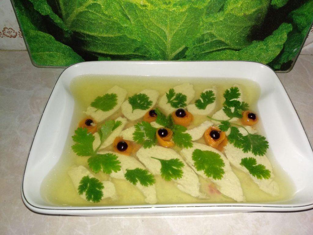 Фото рецепта - Мясное заливное из куриного филе - шаг 5