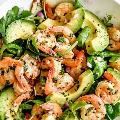 Простой ароматный салат с креветками и авокадо - рецепт с фото