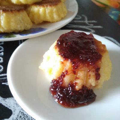 Фото рецепта - Сырники из творога в духовке - шаг 4