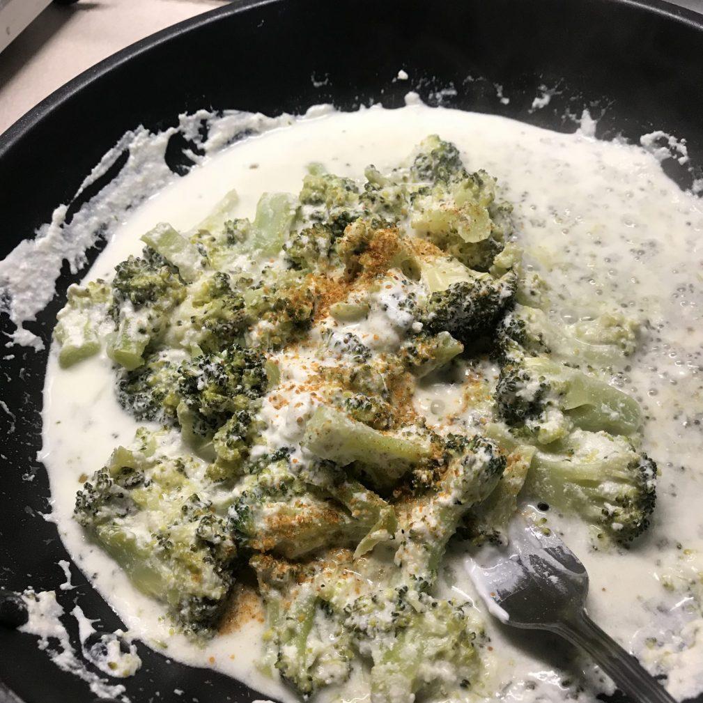 Фото рецепта - Паста с брокколи в сливочном соусе - шаг 4