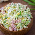 Салат из капусты с ветчиной, кукурузой и огурцом