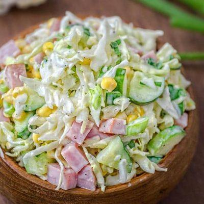 Салат из капусты с ветчиной, кукурузой и огурцом - рецепт с фото