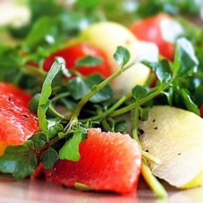 Салат на скорую руку с грушей и грейпфрутом - рецепт с фото