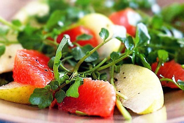Салат на скорую руку с грушей и грейпфрутом