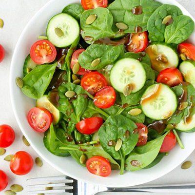 """Салат """"Здоровье"""" из шпината и овощей - рецепт с фото"""