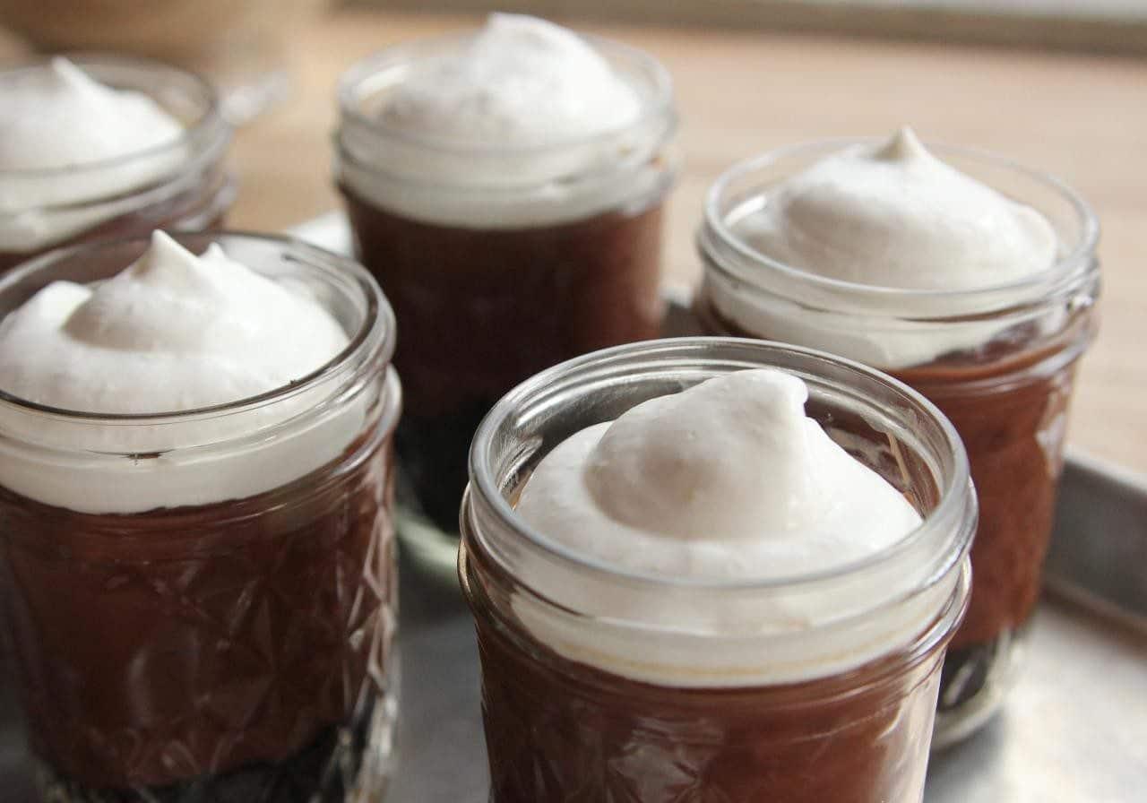 Шоколадный десерт со сливками – пальчики оближешь