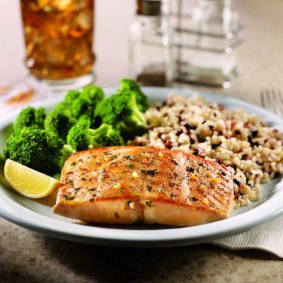 Стейк лосося в соусе терияки с брокколи - рецепт с фото