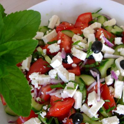 Традиционный греческий салат с Фетой - рецепт с фото