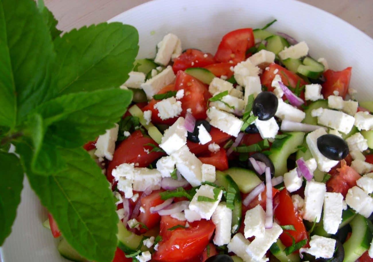 Традиционный греческий салат с Фетой
