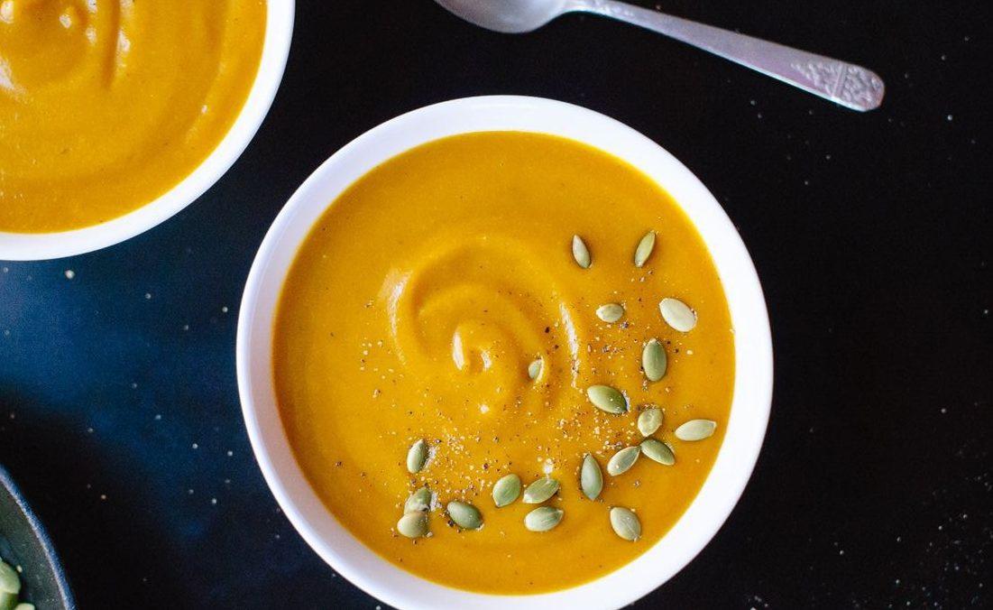 Тыквенный десертный крем-суп с кардамоном и корицей