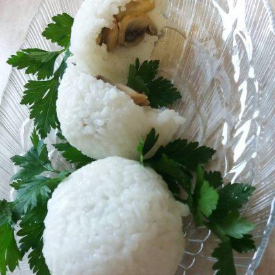 Фото рецепта - Рисовые шарики с грибами - шаг 6
