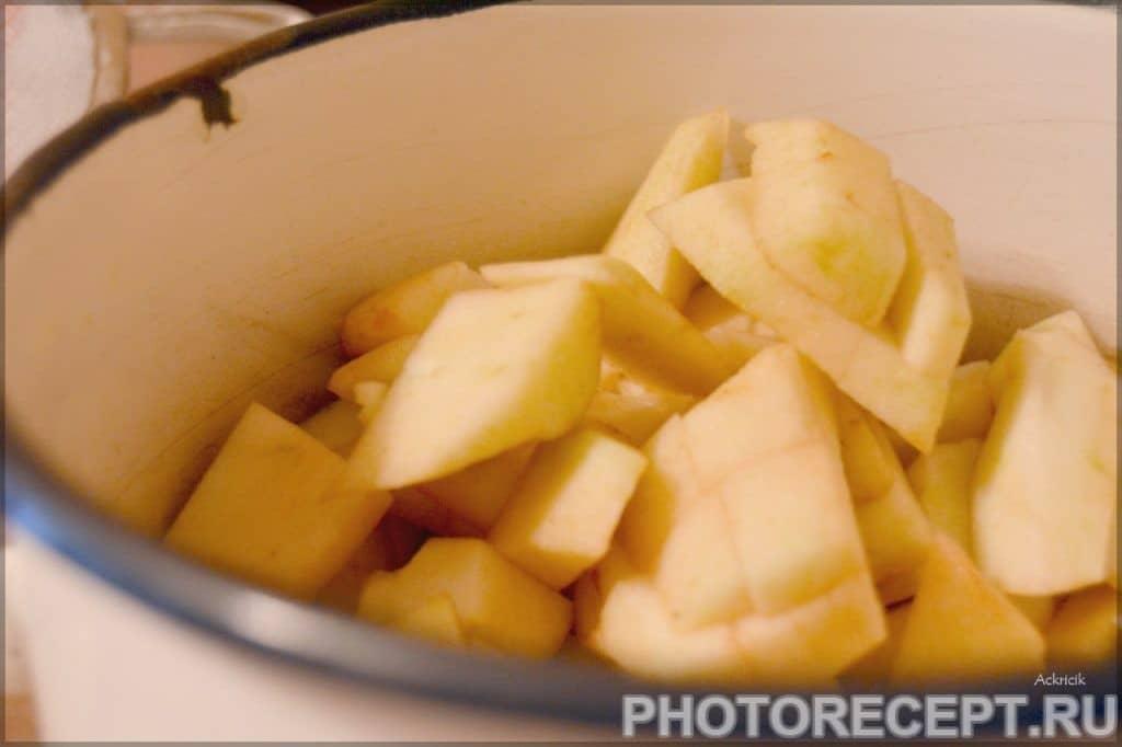 Фото рецепта - Шарлотка с яблоками в микроволновке за несколько минут - шаг 1