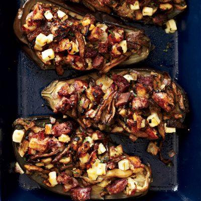 Запеченные баклажаны, фаршированные грибами и чесноком - рецепт с фото