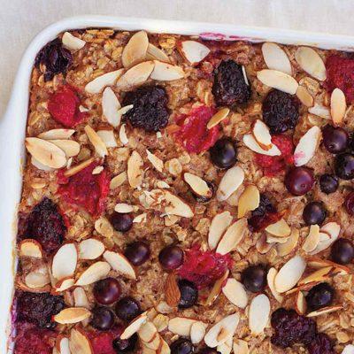 Полезная запеканка из геркулесовой каши и фруктов - рецепт с фото