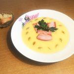 Крем-суп из тыквы с беконом и чесночными гренками