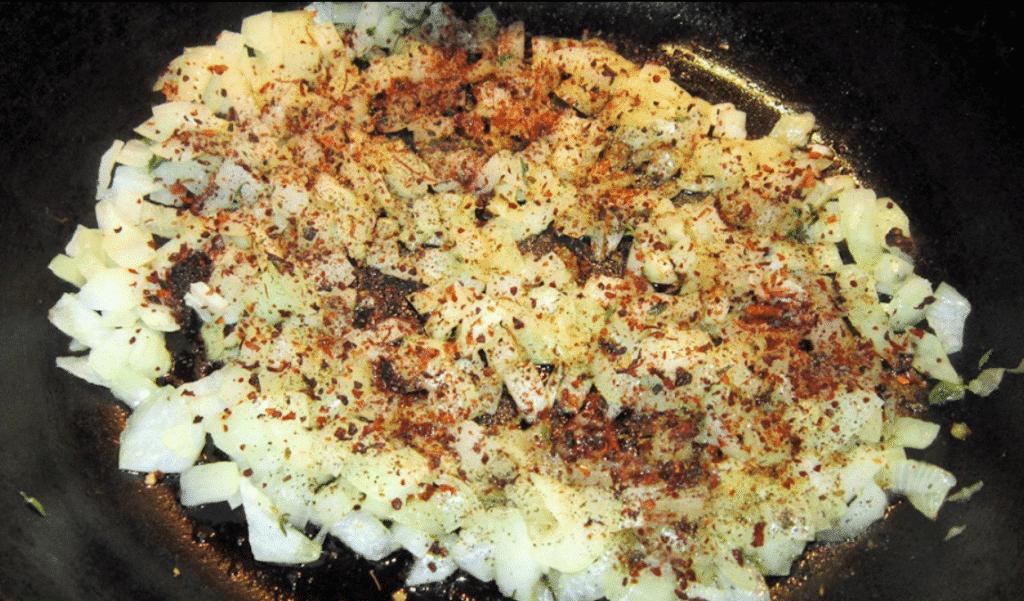 Фото рецепта - Рулет из лаваша с рыбной начинкой - шаг 4