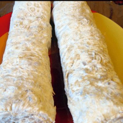 Фото рецепта - Рулет из лаваша с рыбной начинкой - шаг 7