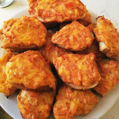 Бутерброды в духовке - рецепт с фото