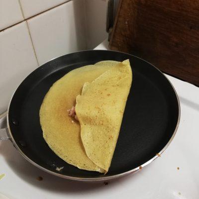 Блины с колбасно-сырной начинкой - рецепт пошаговый с фото