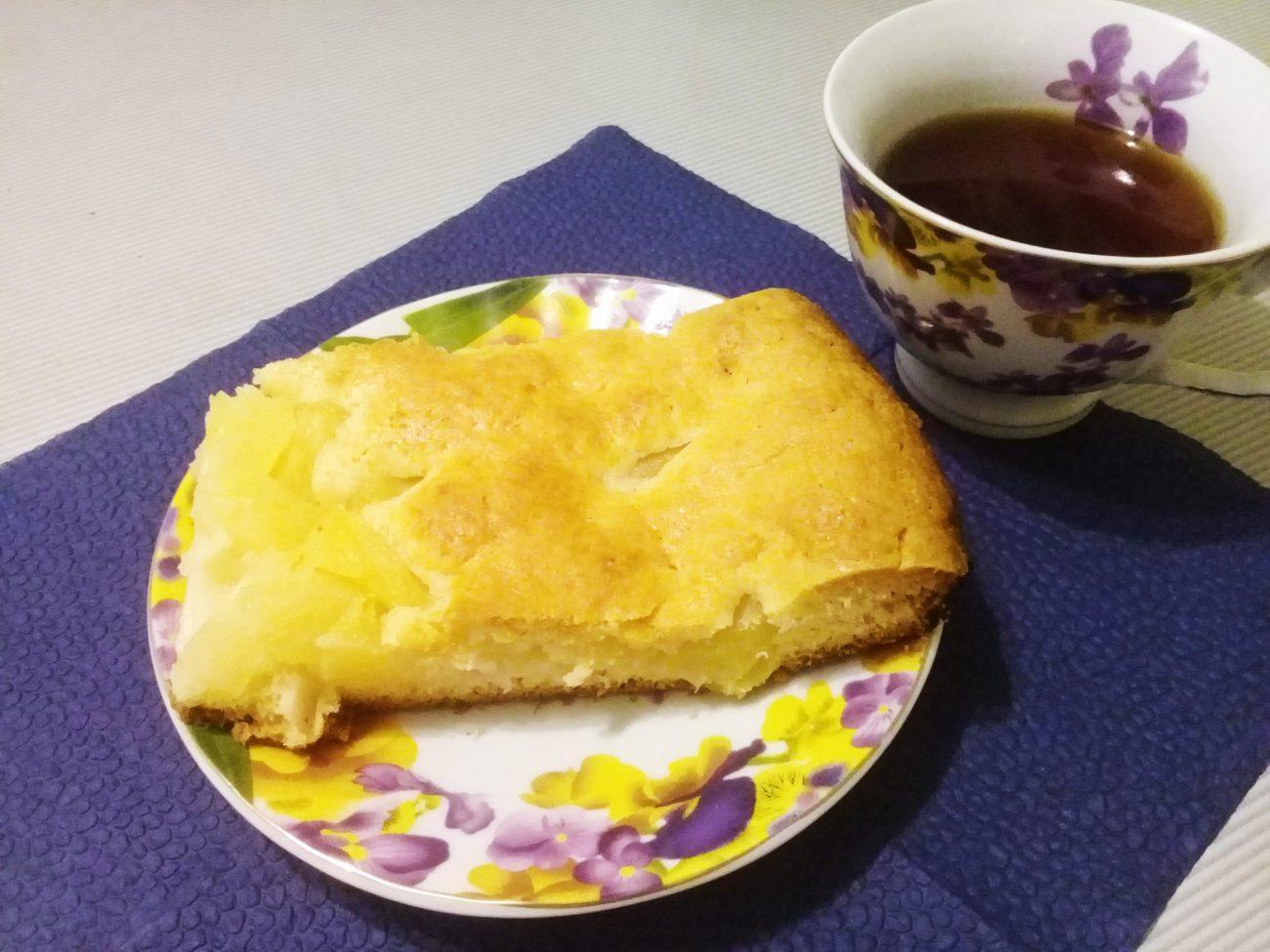 Пирог с консервированными ананасами