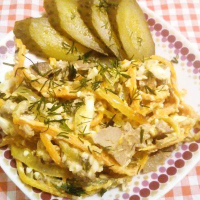 Печеночный салат с соленым огурцом - рецепт с фото