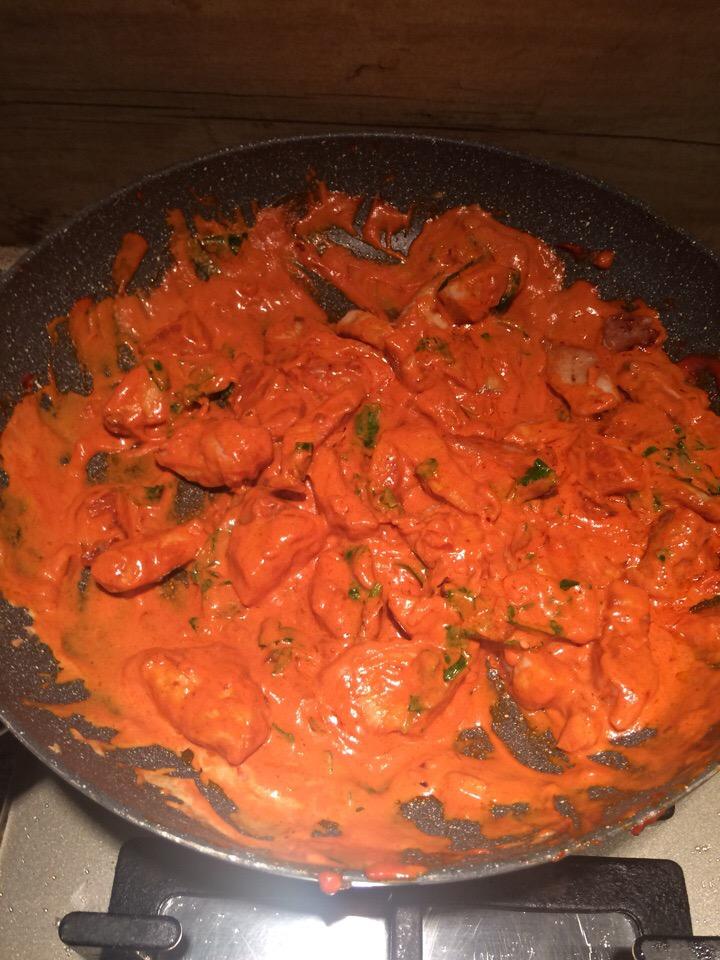 Фото рецепта - Паста под сливочно-томатным соусом с карри - шаг 5