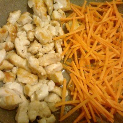 Фото рецепта - Суп-лапша по-домашнему с куриной грудкой - шаг 4