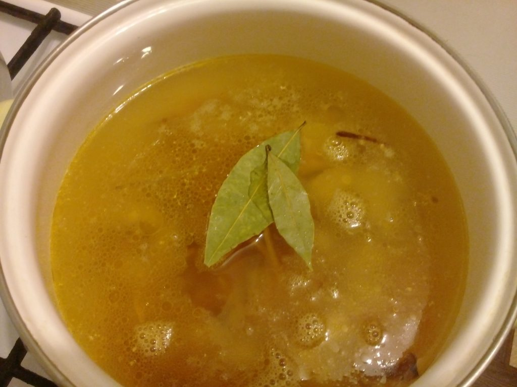 Фото рецепта - Суп-лапша по-домашнему с куриной грудкой - шаг 6