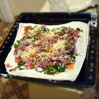 Фото рецепта - Сытный пирог с тушёной говядиной - шаг 5