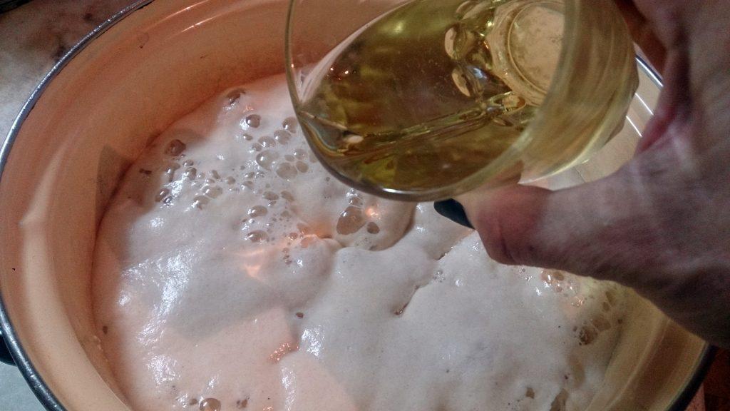 Фото рецепта - Булочки с орехами на дрожжевом тесте - шаг 2