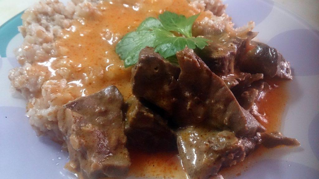Фото рецепта - Гуляш из свиного легкого в сметано-томатной подливке - шаг 5