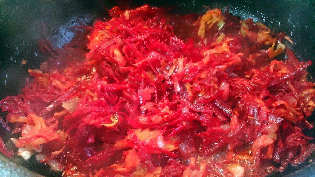 Фото рецепта - Борщ красный украинский на курином бульоне - шаг 3