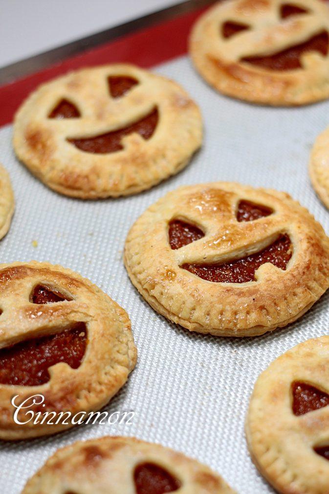 """Фото рецепта - Сладкое печенье с тыквой """"Джек-фонарь"""" - шаг 5"""