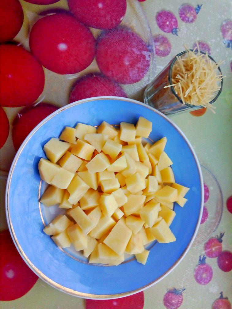 Фото рецепта - Суп вермишелевый с охотничьими колбасками - шаг 1