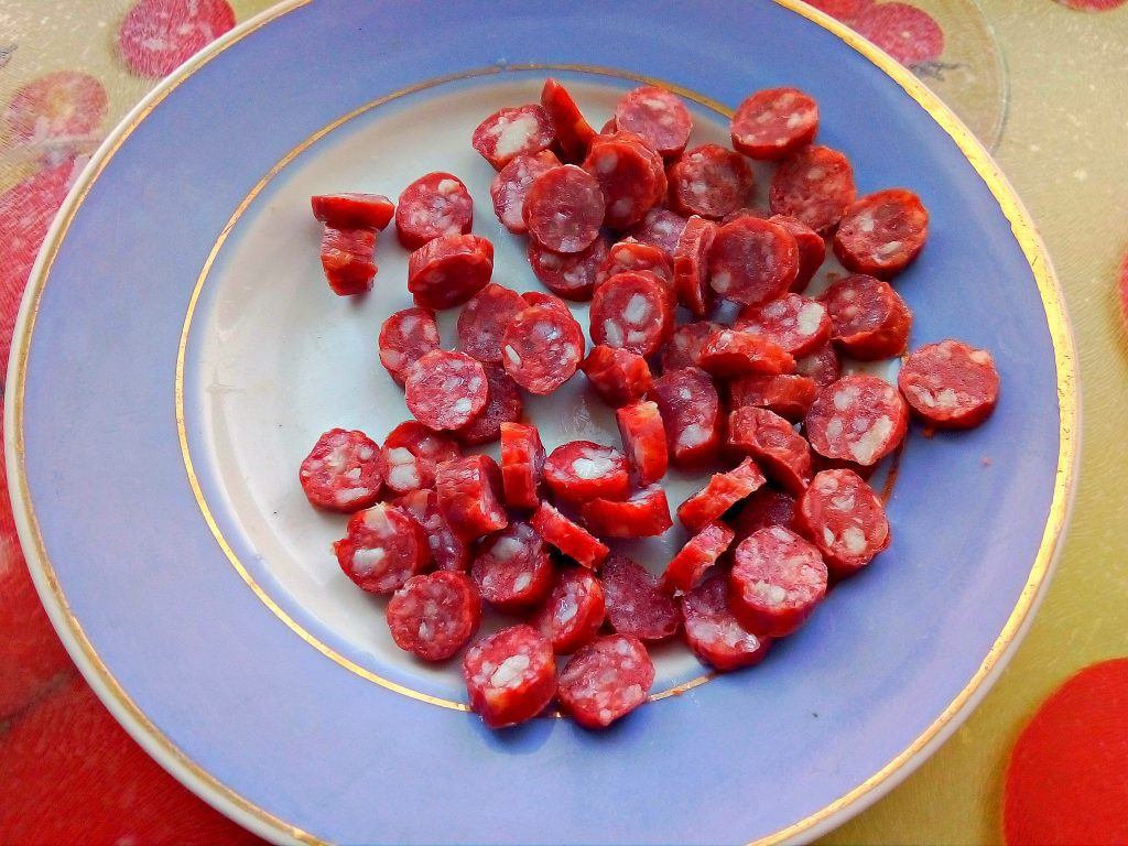 Фото рецепта - Суп вермишелевый с охотничьими колбасками - шаг 3