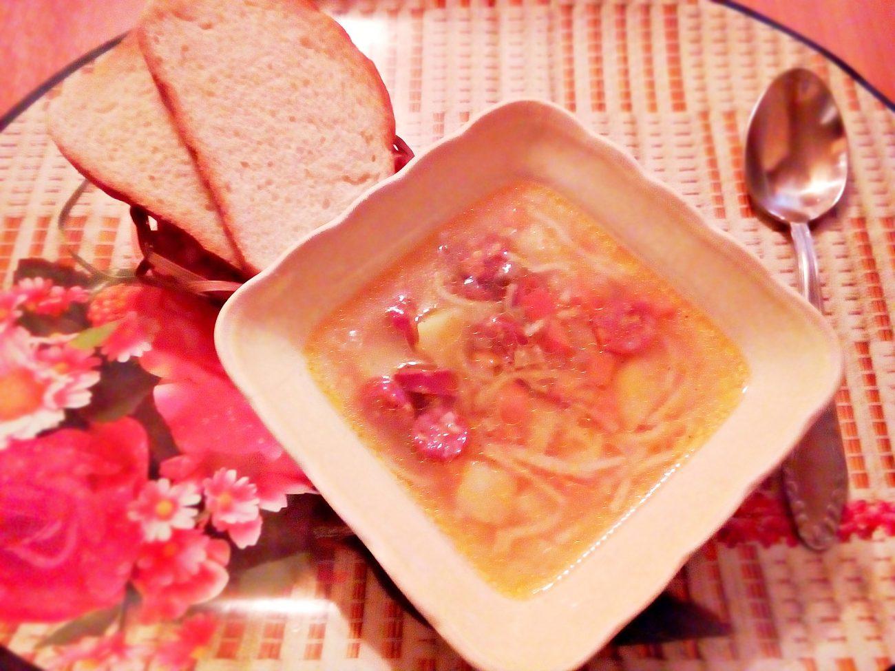 Суп вермишелевый с охотничьими колбасками