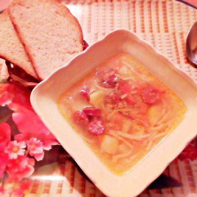 Суп вермишелевый с охотничьими колбасками - рецепт с фото