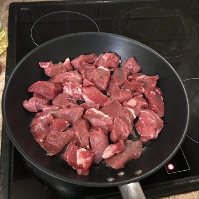 Фото рецепта - Жаркое по-домашнему из говядины - шаг 1
