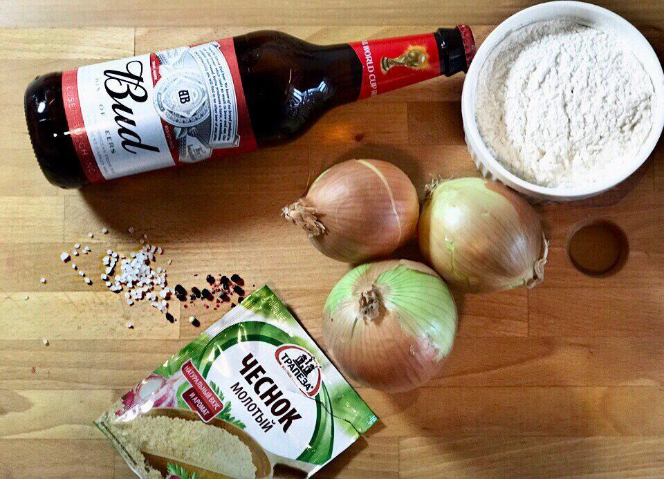 Фото рецепта - Луковые кольца в пивном кляре - шаг 1