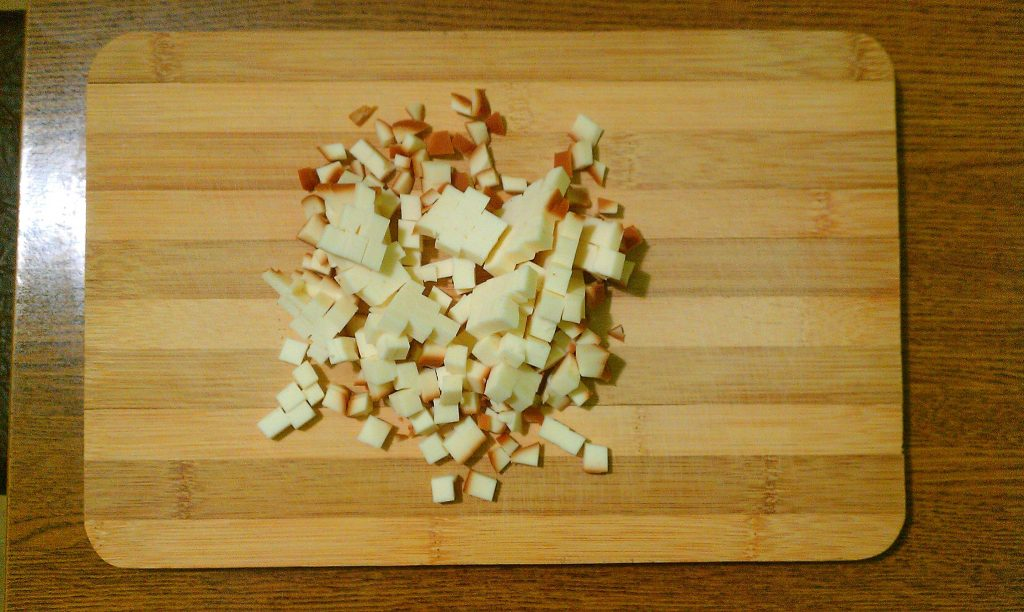 """Фото рецепта - Крабовый салат """"Прикопченый"""" с кукурузой - шаг 1"""
