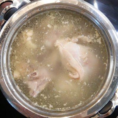 Фото рецепта - Грибной суп-пюре на курином бульоне - шаг 1