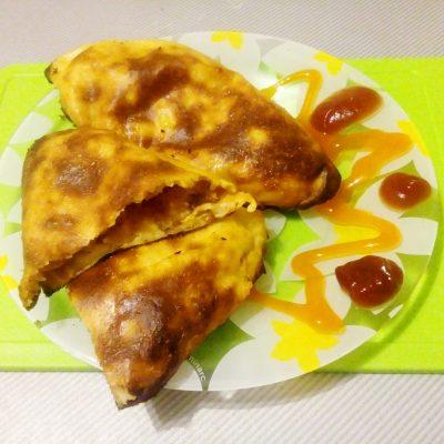 Картофельные пирожки с капустой - рецепт с фото