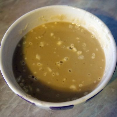 Фото рецепта - Теплый салат из курицы и ананасов - шаг 4