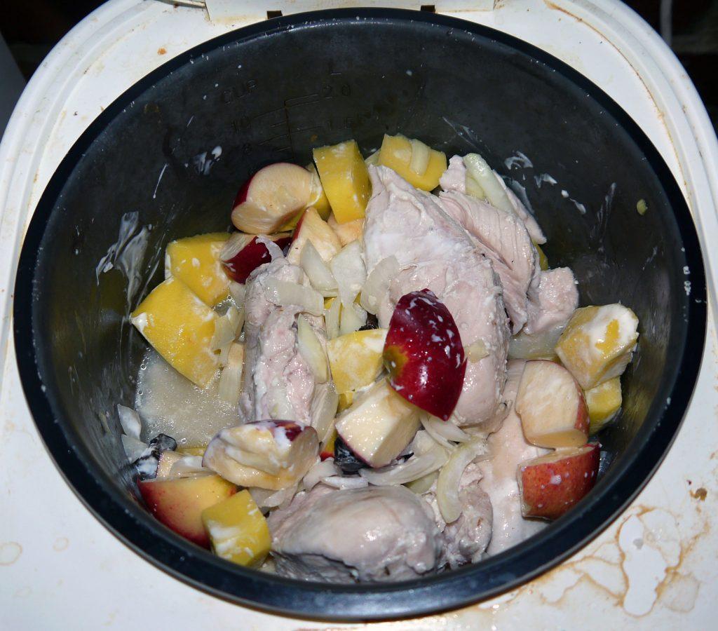 Фото рецепта - Курица с яблоками - шаг 6