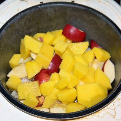 Фото рецепта - Курица с яблоками - шаг 4